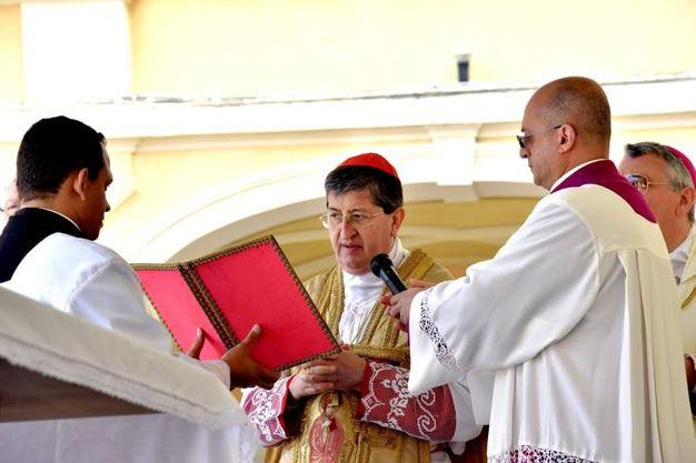Alcuni momenti della cerimonia: il cardinal Betori (Foto Novi)