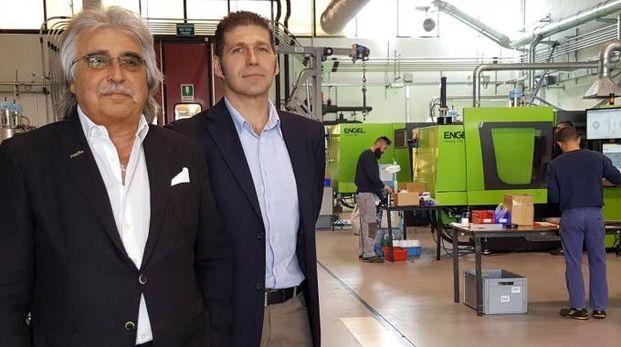 Armando e Andrea Poma in uno degli stabilimenti del gruppo. Nel 2016 il fatturato è stato di 16 milioni