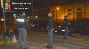 Agenti di polizia impegnati nell'operazione antidegrado