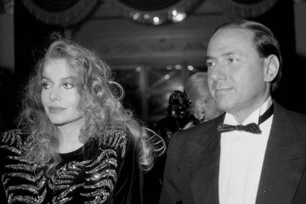 Berlusconi e Lario al teatro alla Scala nel 1986 (Ansa)