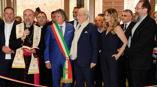 Presenti il sindaco Pezzanesi,  il vescovo Marconi, l'imprenditore Moschini, il direttore Zenobi e l'architetto De Lucchi (foto Calavita)