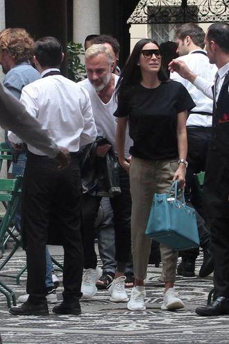 Gianluca Vacchi con Giorgia Gabriele in via Montenapoleone (Lapresse)