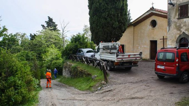 I lavori in corso alla Chiesa di Barbiana per la prossima visita del Papa