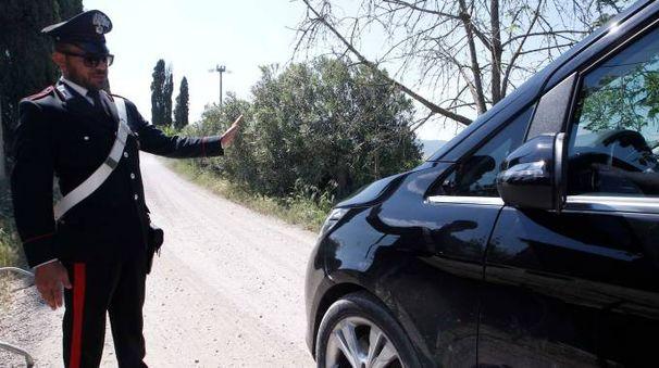 I carabinieri nei pressi del complesso di Borgo Finocchieto (Lazzeroni)