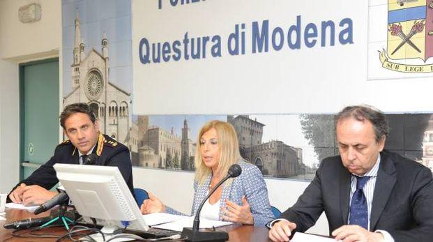 Modena, mazzette per i permessi di soggiorno, indagati due ...