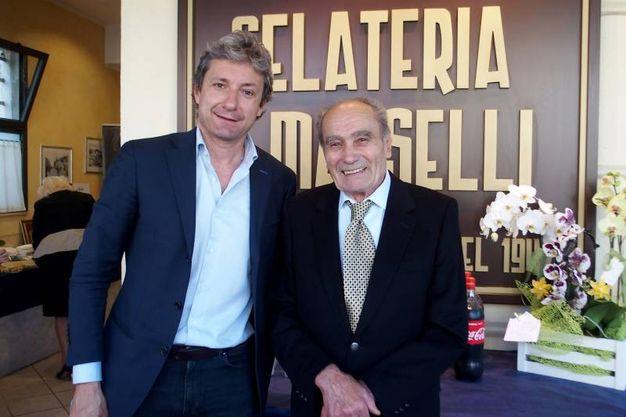 Il sindaco Gnassi con il proprietario (foto Pasquale Bove)
