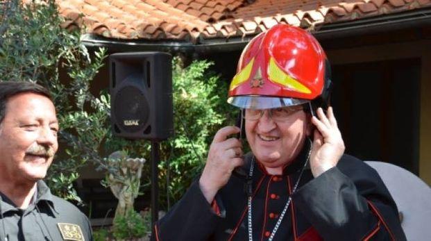 Il cardinale Betori in visita ai vigili del fuoco