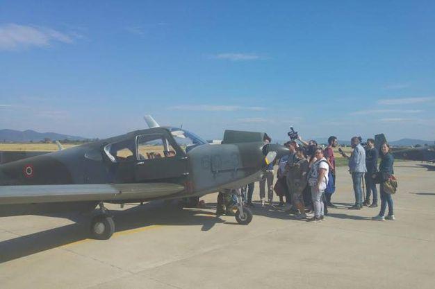 Gli studenti familiarizzano con gli aerei
