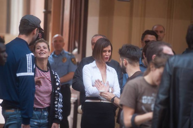 La Longhi/Logan all'ingresso del tribunale di via Farini (Schicchi)