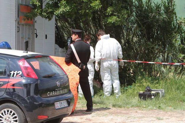 Nche i carabinieri del Ris nel luogo dell'omicidio (foto Antic)
