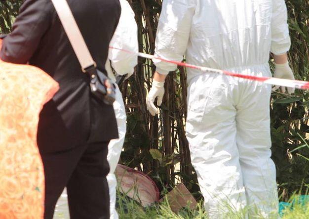 Il corso dell'uomo è stato trovato semiscivolato giù dal sedile dell'ambulanza veterinaria (foto Antic)
