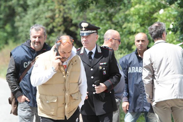 Gli inquirenti nel luogo dove è stato trovato morto il veterinario Olindo Pinciaroli (foto Antic)