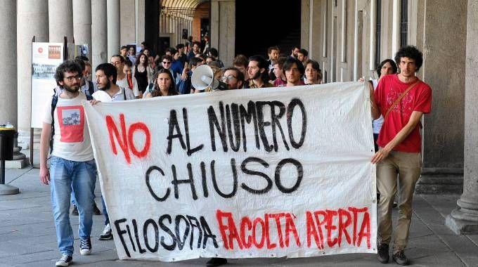 La protesta degli studenti (Fotogramma)