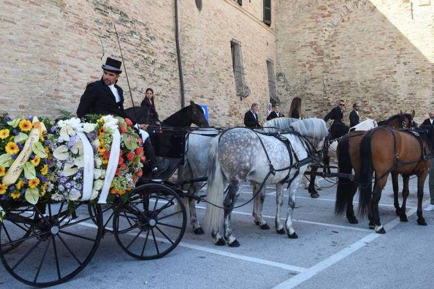 La carozza che apriva il corteo funebre di Pinciaroli (foto De Marco)