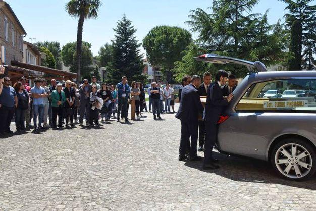 Folla ai funerali del veterinario ucciso a Osimo (foto De Marco)