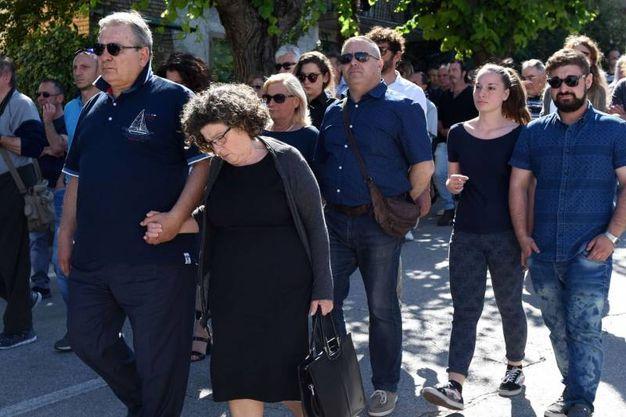 Le lacrime dei familiari di Pinciaroli (foto De Marco)