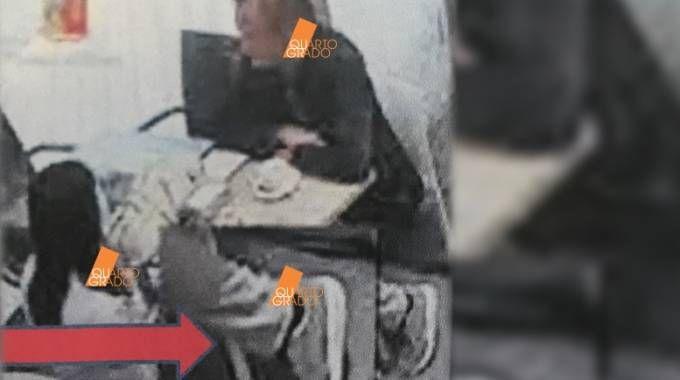 La foto mostrata dal programma di Rete Quattro 'Quarto grado' e che mostra le scarpe