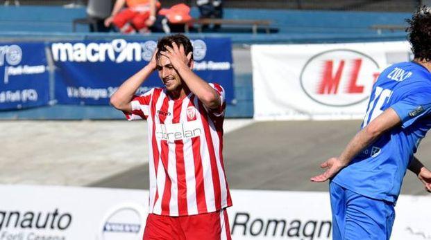 L'attaccante Ponsat con le mani nei capelli già all'andata. Ieri è persino stato espulso al 70' per gioco falloso