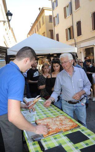 Stuzzicagente in centro a Modena (Fotofiocchi)