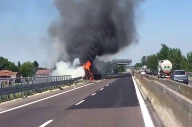 ferrara, incidente mortale sull'a13. autostrada chiusa - cronaca