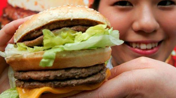 L'hamburger di McDonald's (foto Reuters)