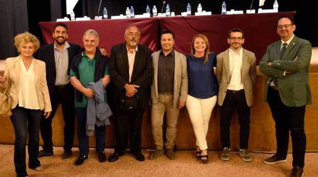 I sette candidati a sindaco per Comacchio assieme al direttore di Ascom Confcommercio Davide Urban (Bp)