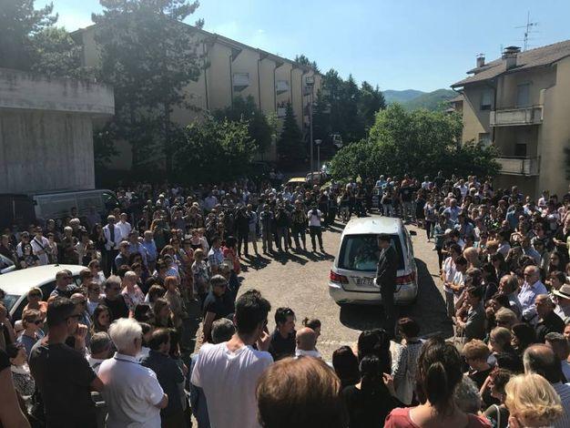 L'ultimo saluto al piccolo Francesco (Foto Carnali)