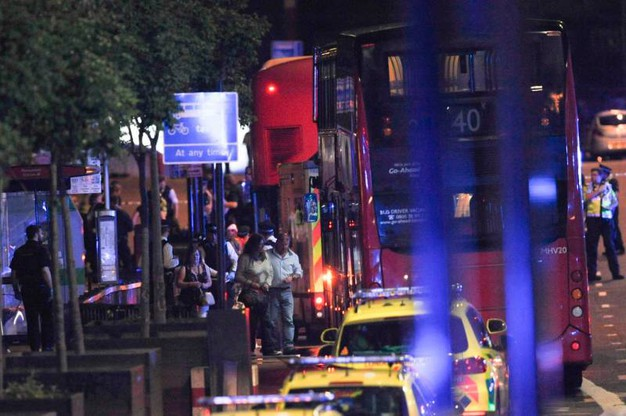 I soccorsi sul London Bridge (Afp)