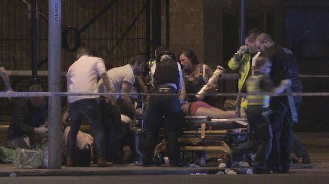 Attentato Londra, i soccorsi (Ansa)