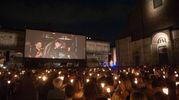 Piazza Maggiore illuminata dalle fiaccole e avvolta nella magia delle note di Ezio Bosso (foto Schicchi)