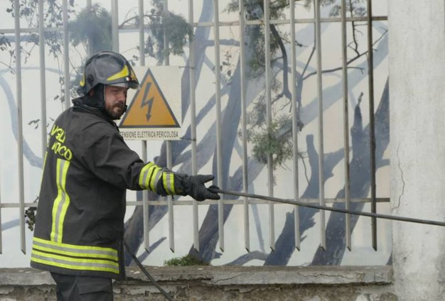 Prato, incendio in via Targetti (Attalmi)