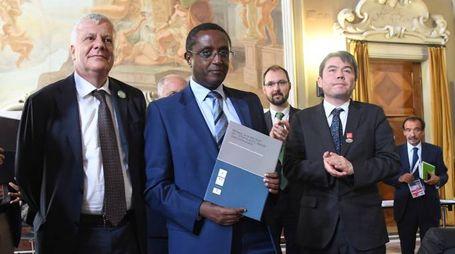 Il ministro Gian Luca Galletti con il suo omologo ruandese Vincent Biruta (Schicchi)