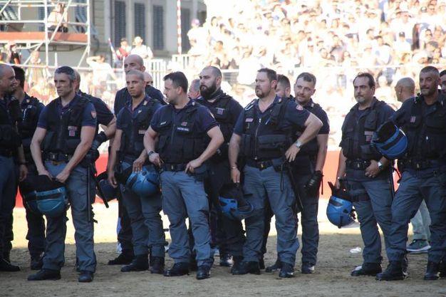 La polizia (Marco Mori / New Press Photo)