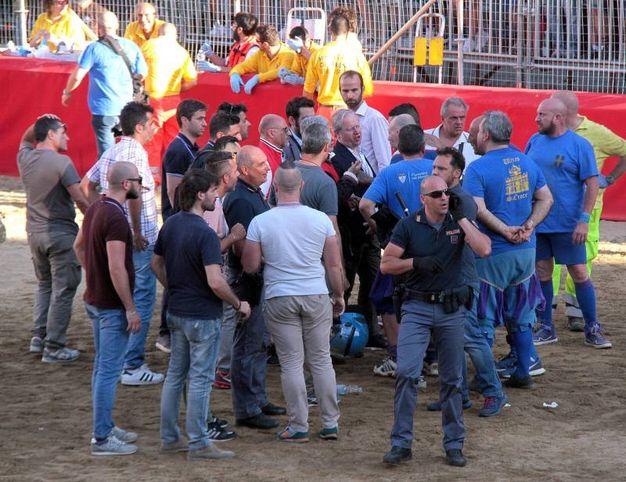 Tensione in campo (Umberto Visintini / New Press Photo)