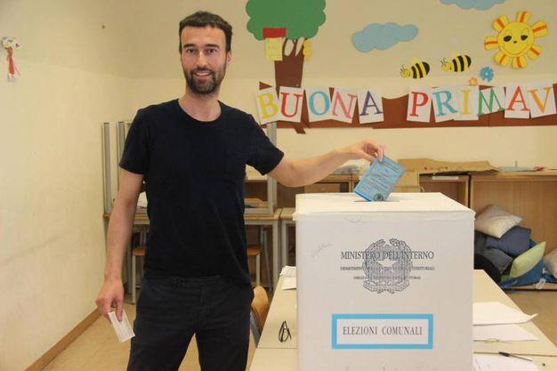Il candidato sindaco dell'Aquila per il centrosinistra, Americo Di Benedetto (Ansa)