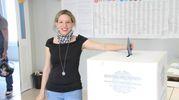 Claudia Pagliariccio, candidata sindaco di CasaPound, vota a L'Aquila (Ansa)