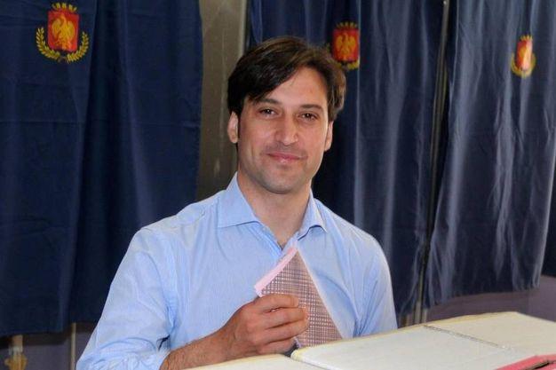 Il candidato Fabrizio Ferrandelli al voto a Palermo (Ansa)