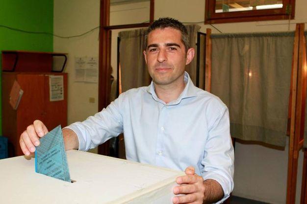 Il sindaco uscente di Parma Fedrico Pizzarotti (Ansa)