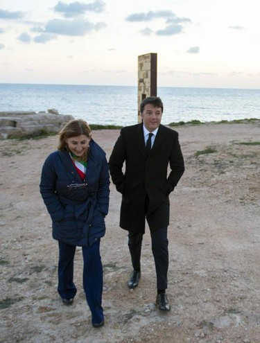 Giusi Nicolini con Matteo Renzi (Ansa)