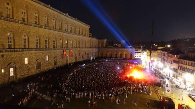 Lo show in piazza Pitti (Gianluca Moggi / New Press Photo)