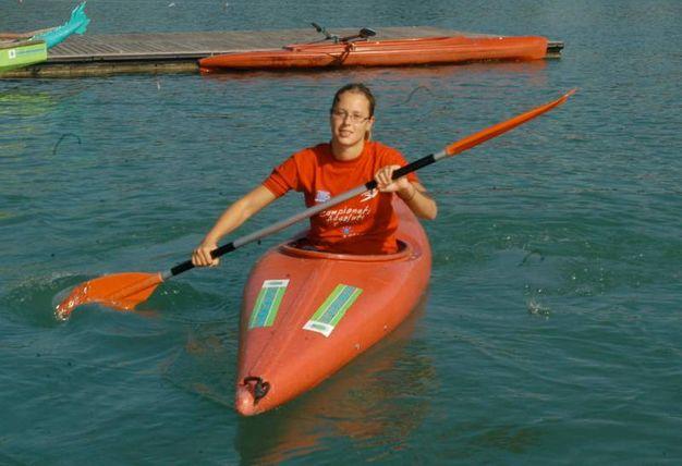 A 16 anni si allena con pesi e canoa (Newpress)