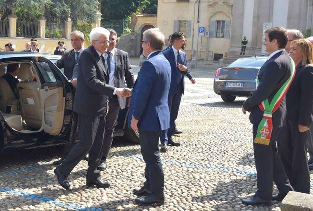 Il saluto con il governatore Roberto Maroni (Torres)