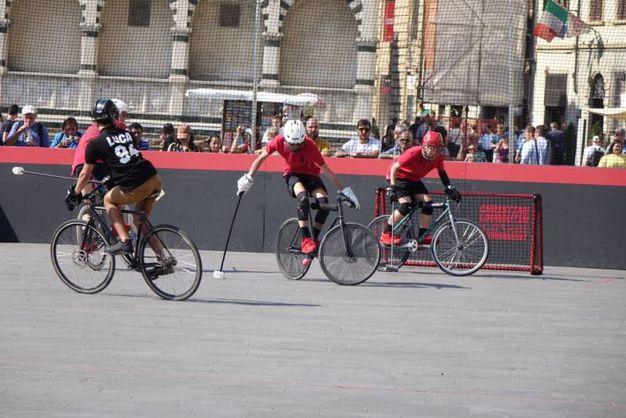Il torneo di bike polo (Gianluca Moggi / New Press Photo)