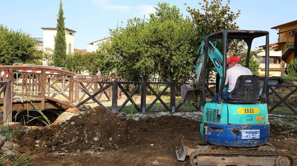 Polemiche per i lavori nel parco di via Cividale