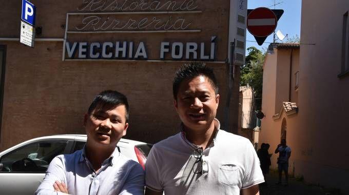 I due nuovi gestori della ex Vecchia Forlì, che si chiamerà Giardino Wu, dal nome del cuoco ingaggiato (Fantini)