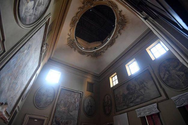 Il salone con soffitto a lanterna è il più alto della città insieme a quello di Palazzo Ranuzzi (foto Schicchi)