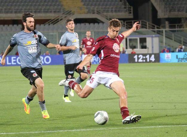 Una doppietta di Gonzalez, a cui non è bastato come replica il solo gol di Guidone, chiude le possibilità di Serie B per i granata (Foto Rastelli)
