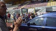 L'omaggio a Mauro Lessi: il feretro fa il giro di campo all'Armando Picchi (foto Novi)
