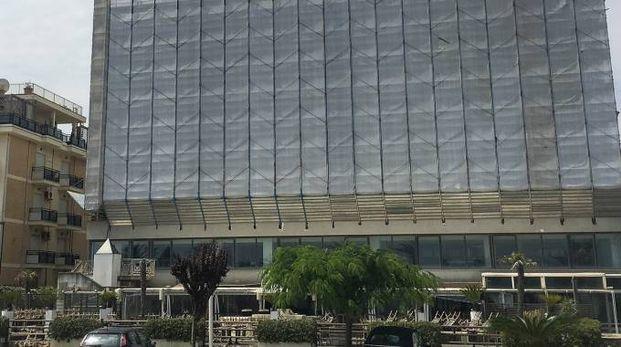 IMPALCATURA L'edificio che ospiterà l'albergo