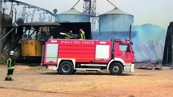 I vigili del fuoco sul luogo del rogo